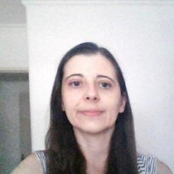 Ms Cláudia  Araújo